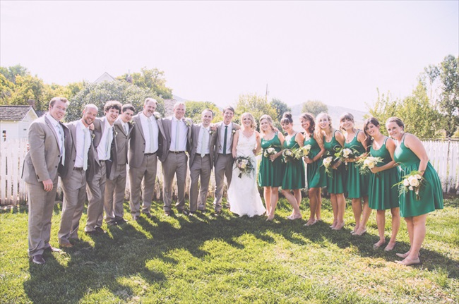 The entire wedding party | Photo: Searching for the Light Photography LLC | via http://emmalinebride.com/real-weddings/colorado-chic-wedding-kendall-brian/