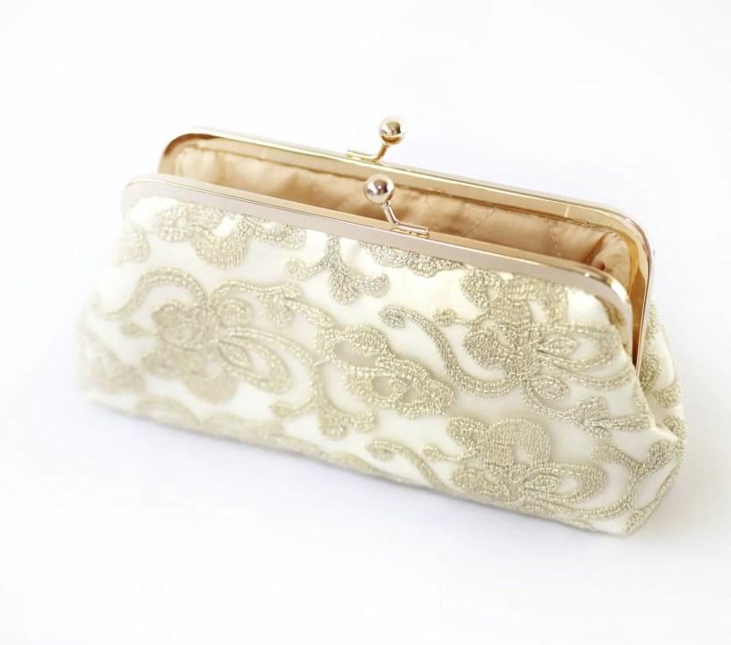 floral lace wedding clutch purse | http://emmalinebride.com/vintage/floral-lace-wedding/