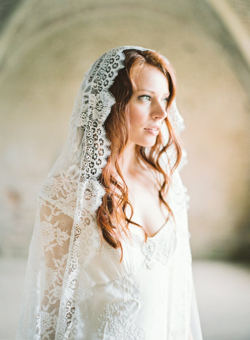 floral lace mantilla wedding veil | mantilla veils weddings | by SIBO Designs | Photo: Brumley & Wells