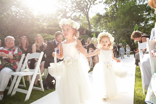 flowers girls at Connecticut waterfront wedding - photo: Melani Lust Photography | via http://emmalinebride.com