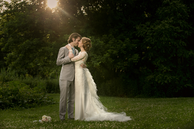 bride and groom kiss under setting sun at Connecticut waterfront wedding - photo: Melani Lust Photography | via http://emmalinebride.com