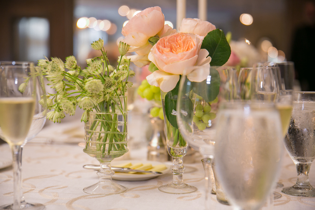 flower centerpieces at Connecticut wedding - photo: Melani Lust Photography | via http://emmalinebride.com