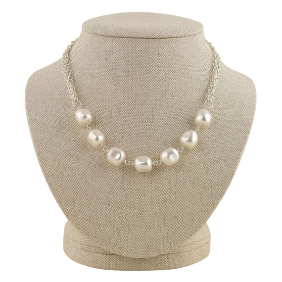 chunky pearl necklace | pearl necklaces brides http://emmalinebride.com/bride/pearl-necklaces-brides/