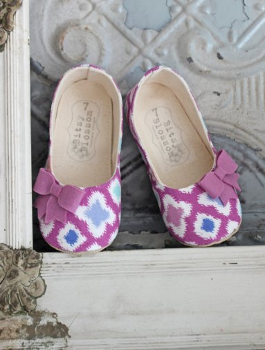 modern purple pattern flower girl shoes | handmade flower girl shoes via http://emmalinebride.com/spring/handmade-flower-girl-shoes/