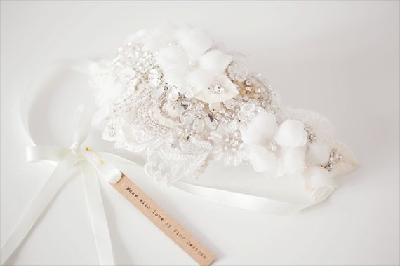 How to Rock a No Veil Wedding Look (via EmmalineBride.com) - rhinestone fascinator by Sibo Designs