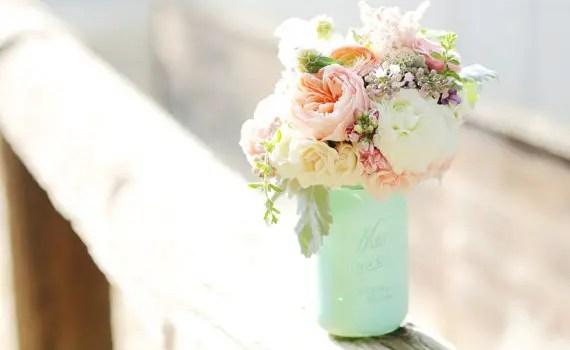 painted-mason-jar-vase