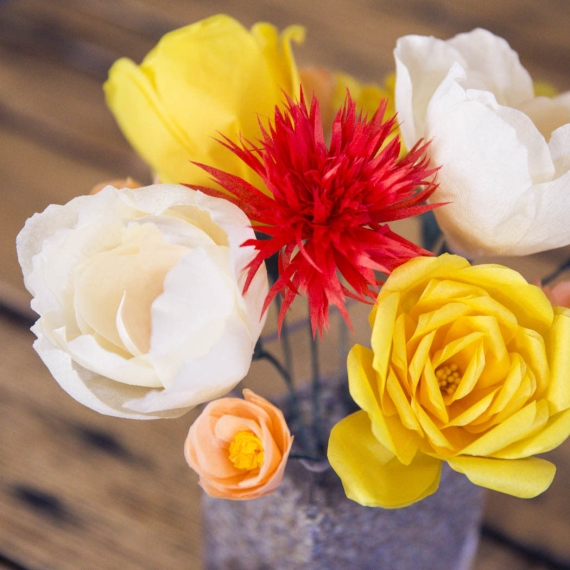 paper flowers via 27 Amazing Anniversary Gifts by Year http://emmalinebride.com/gifts/anniversary-gifts-by-year/