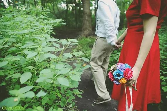 paper wedding bouquet | wedding bouquets made of paper via emmalinebride.com