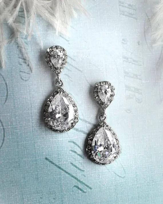 Vintage inspired bridal earrings | http://emmalinebride.com/bride/vintage-inspired-bridal-earrings