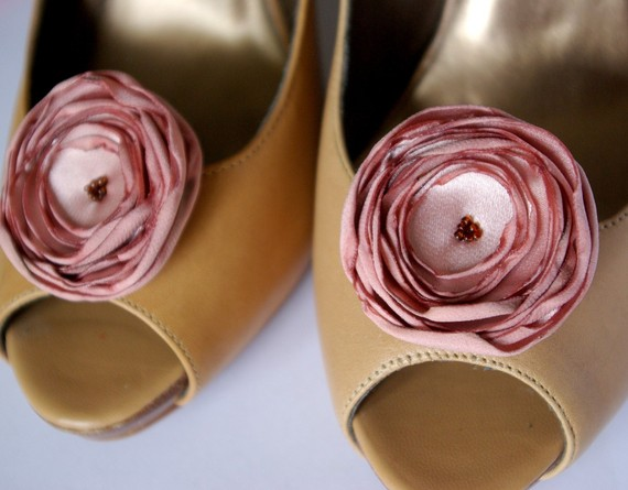 pink flower shoe clips via how to save money on shoe clips