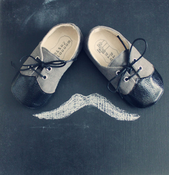 Adorable handmade wedding shoes for the ring bearer! By Bitsy Blossom.