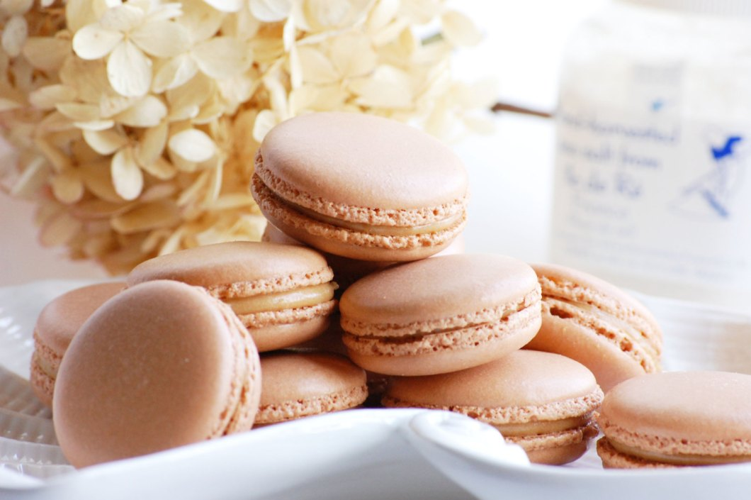 salted caramel macarons | via 7 Things to Know About Giving Macaron Favors http://emmalinebride.com/favors/giving-macaron-favors/