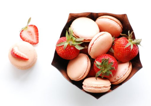 strawberry buttercream macaron | via http://emmalinebride.com/favors/giving-macaron-favors/