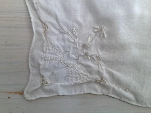 vintage wedding accessory ideas - handkerchief 2