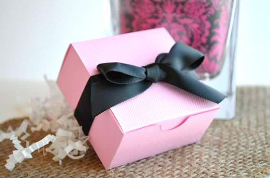 wedding favor boxes - pink with black ribbon (by sosia to go)