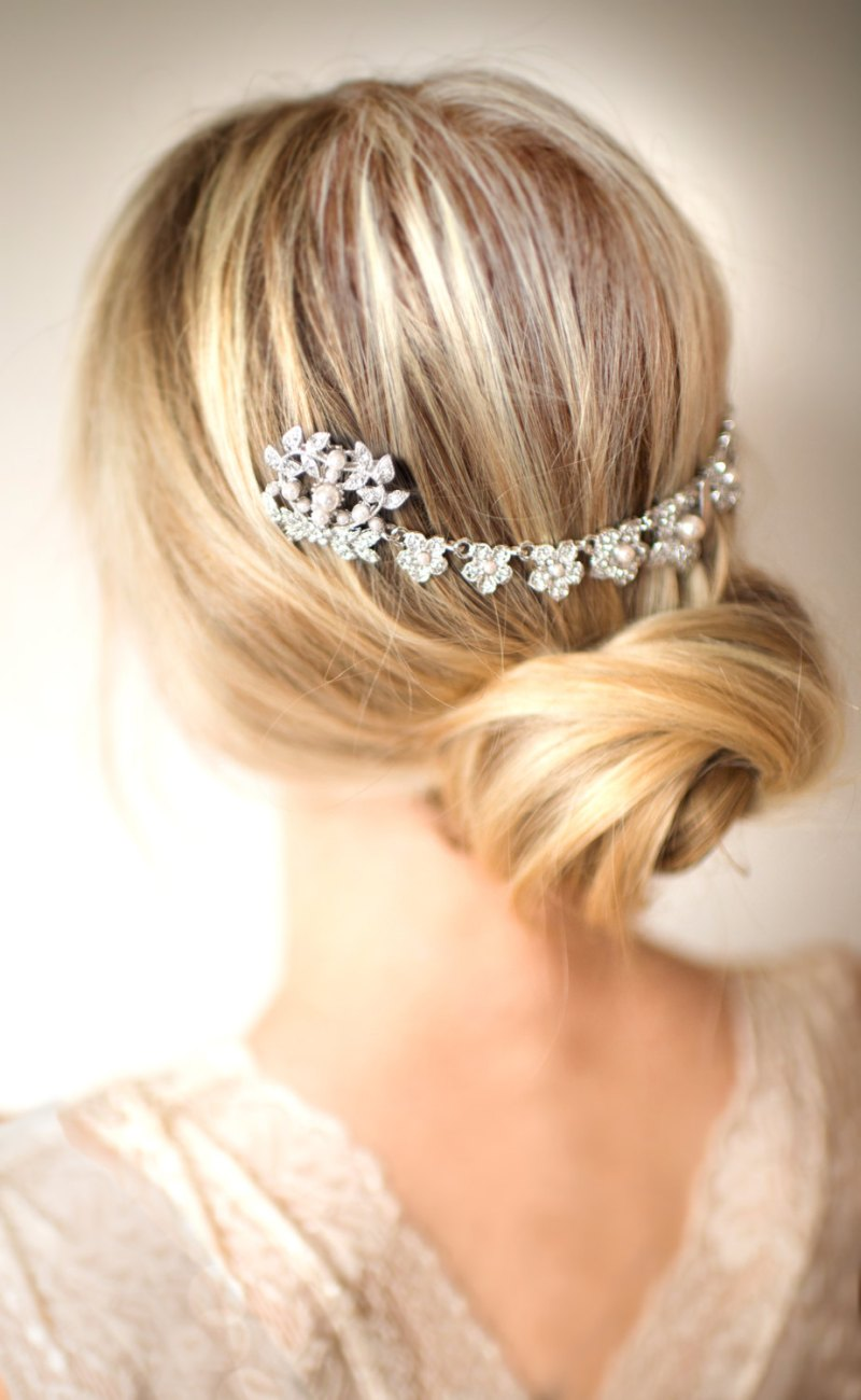wedding hair chain | bridal hair chain | via http://emmalinebride.com/bride/bridal-hair-chain/
