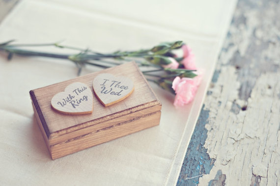 8 Fresh Rustic Wedding Decor Ideas - ring box (by PNZ Designs, photo: Melania Marta Photography)