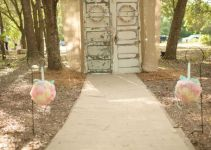 woodland-ceremony-wedding-backdrop-with-doors