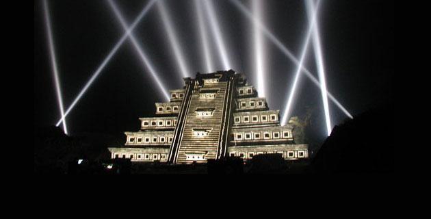 Qu pir mides tienen show nocturno for Espectaculo de luz y sonido en teotihuacan