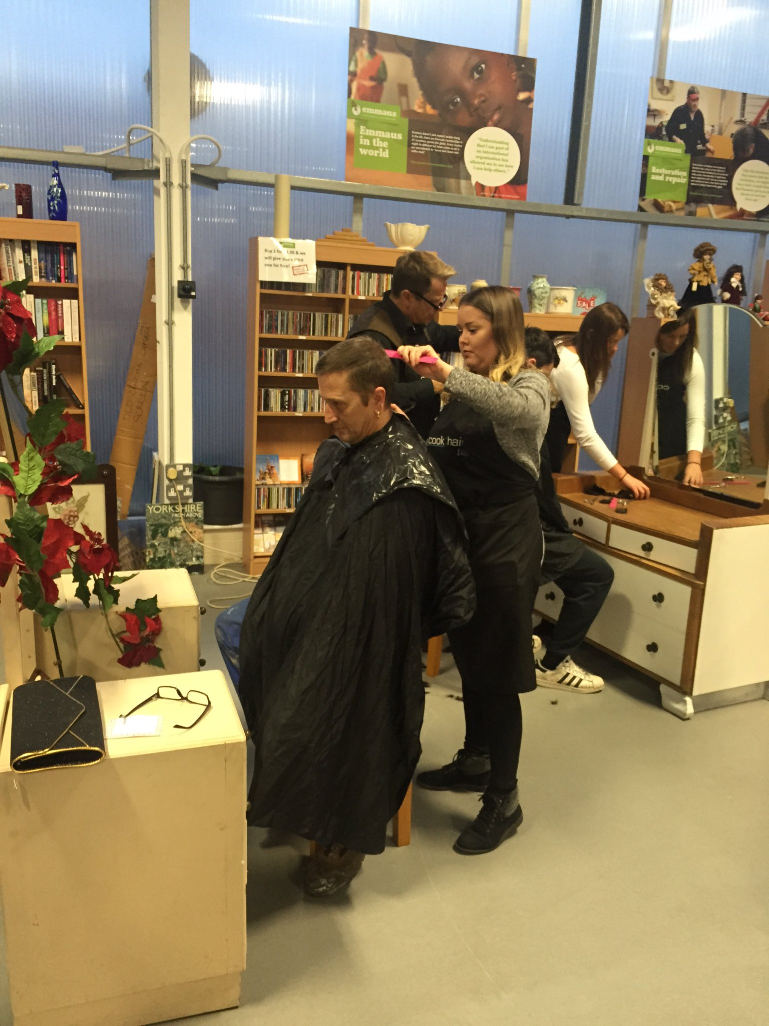 Salon Emmaus 2016 Alistair Cook Cuts Hair For The Homeless For Christmas Emmaus Hull
