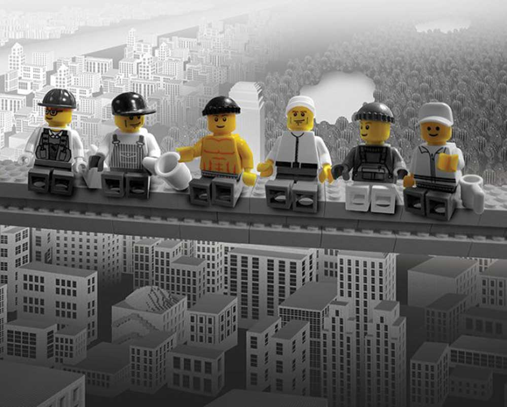 Fototapeten Lego Lego Lunch On A Skyscraper Mini Poster 50x40