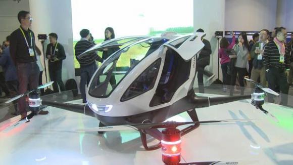 El taxi drone puede transportar una persona por los cielos