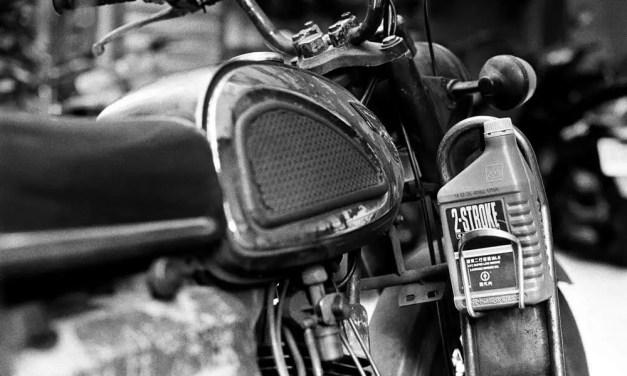 Two strokes – Kodak Hawkeye Traffic Surveillance Black and White Film 2485 (35mm)
