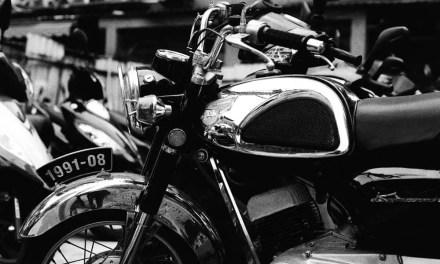 Burning CHROME – Kodak EASTMAN DOUBLE-X 5222 (35mm)