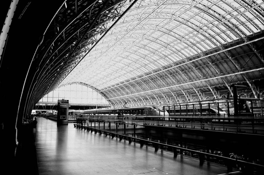 St. Pancras - Olympus OM-1n, 28mm, Ilford XP2 Super