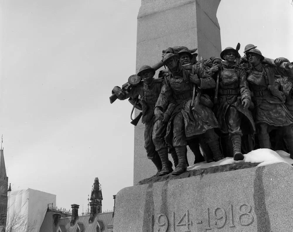 The National War Memorial in Ottawa, Ontario. Intrepid 4x5 – Schneider-Kreuznach Symmar-S 1:5.6/210 – Kodak Plus-X – Blazinal.
