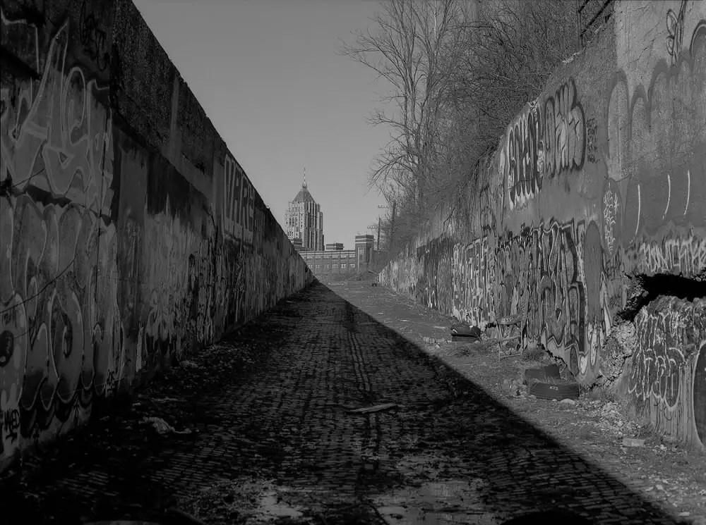 Detroit alley, Fisher Building, Mamiya 645, Fuji Acros 100