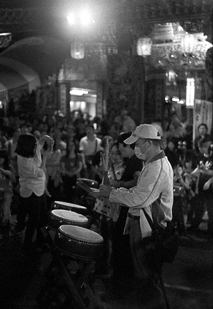 To the beat of the same drum - Shot on Fuji Superia 1600 at EI 1600. Color negative film in 35mm format. Developed in Rodinal (1+100 / 20c / 60:00).