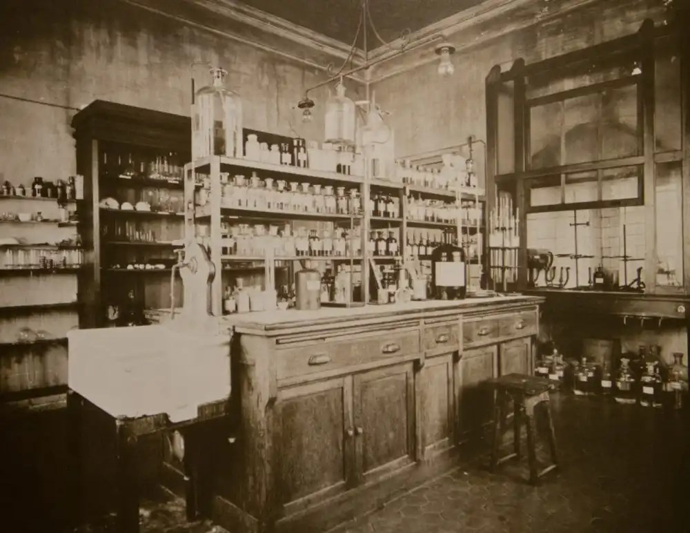 The chemical analysis lab, 1920s (archival image courtesy FILM Ferrania)