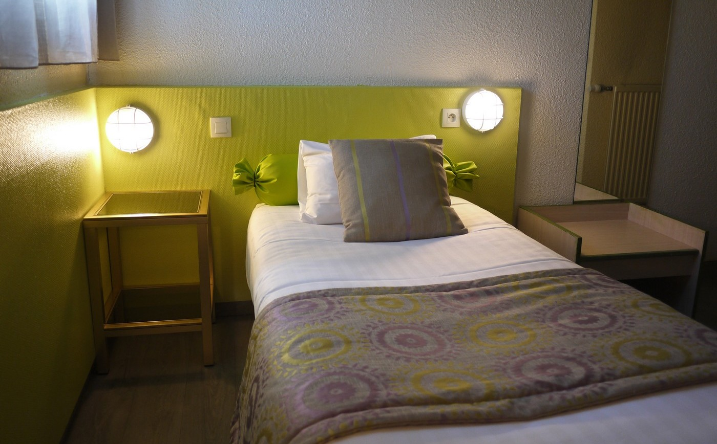 Chambre Single Single Budget Room Book A Hotel Room In Rennes Les 3 Marches