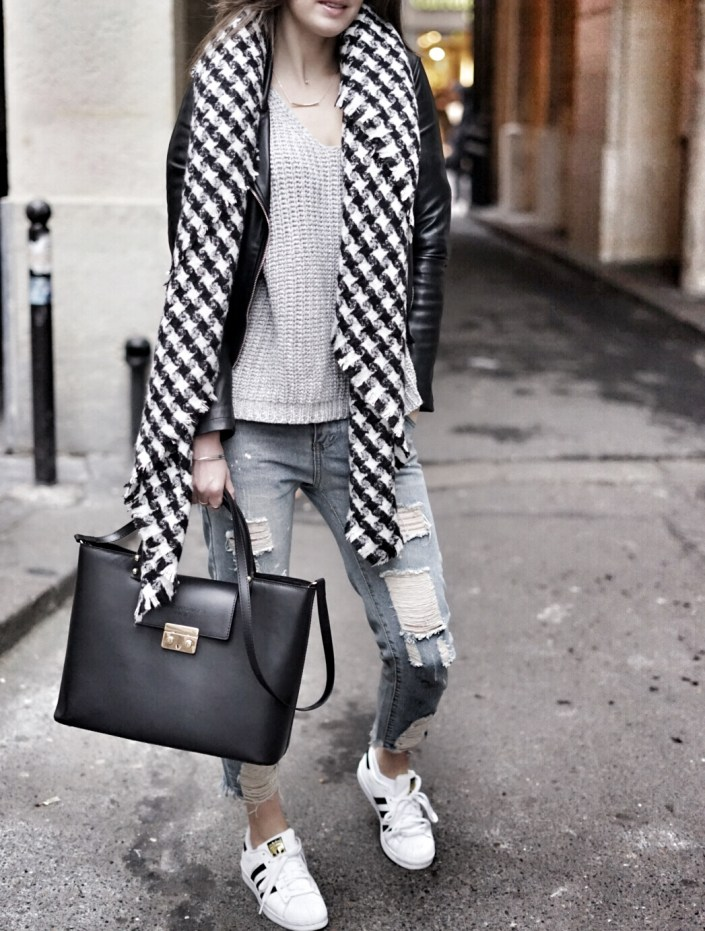 Parisian girl... Scarf & Oversize pull