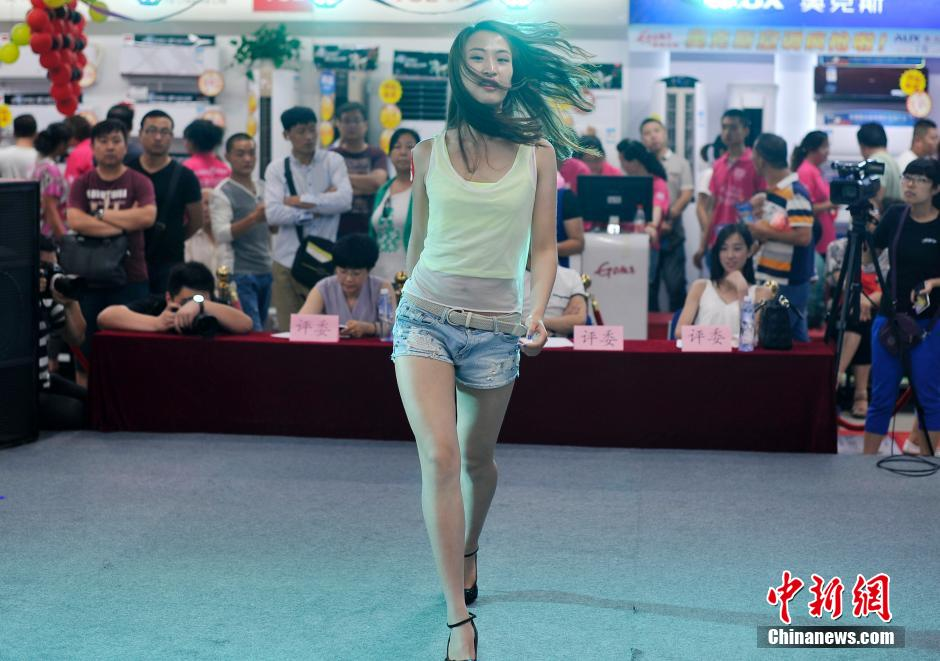 Arabic Girl Wallpaper Most Beautiful Legs Contest In N China People S Daily Online