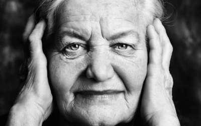 γριά ηλικιωμένη γιαγιά τρίτη ηλικία μοναξιά