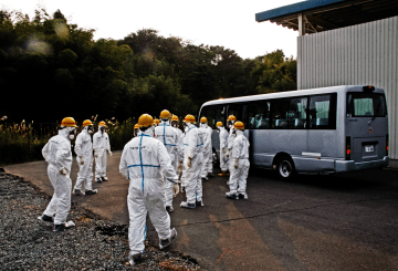 Members of the IAEA International Remediation Expert Mission to Japan board a bus_1600x1067