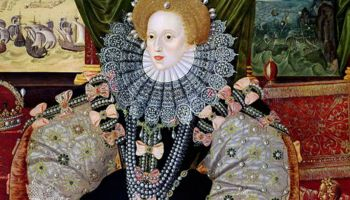 What were the accomplishments of Elizabeth 1 that led to her populartity?