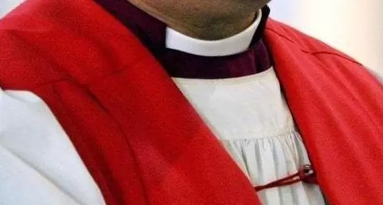 cura padre sacerdote