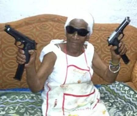 abuelita pistolera