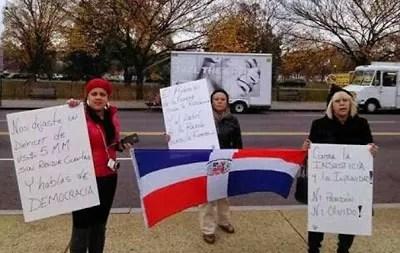 dominicanos protestan contra Leonel