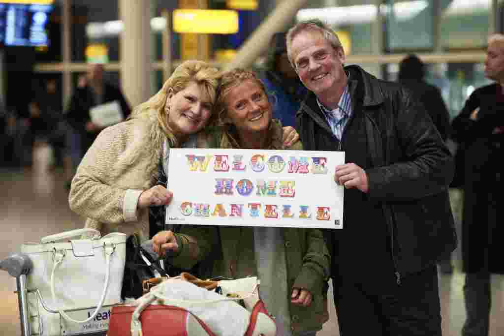 Ben Eine Gives Special Welcome Home to Festive Flyers \u2013 Entertain