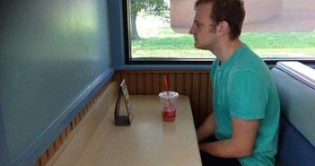 25-forever-alone-pics-that-are-painful-to-watch