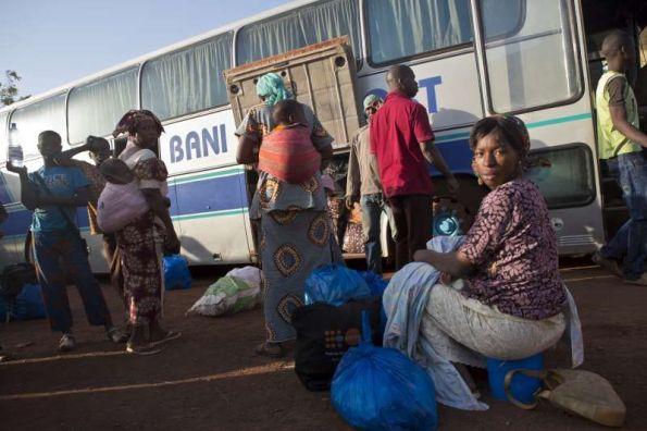 . Con la reanudación de los servicios de autobuses en el país, algunas personas han comenzado a regresar a sus hogares desde ciudades como Bamako. / ACNUR