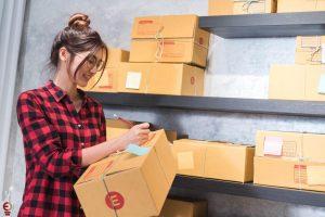 memproses pengiriman barang - packaging