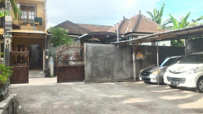garasi mobil rumah