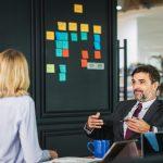 cara menjadi pendengar yang baik untuk karyawan