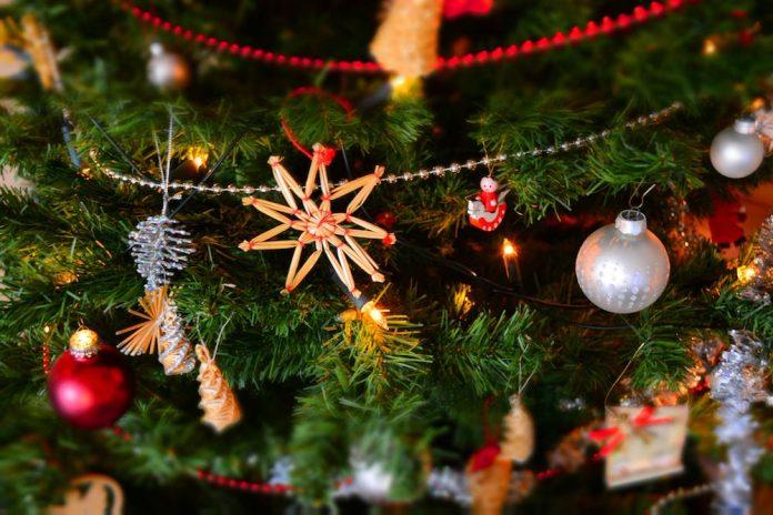 bisnis di hari natal - hiasan natal