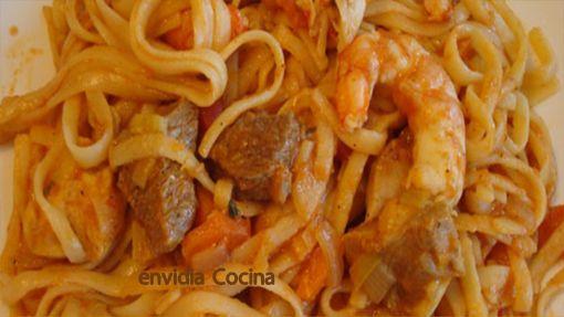 Bami: Tallarines, pollo y carne